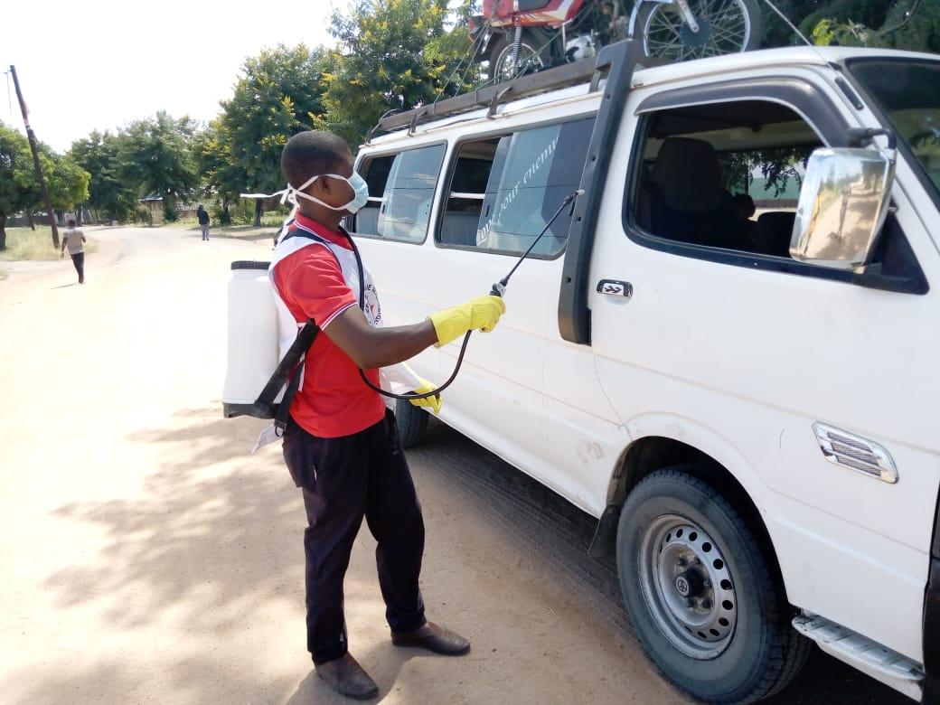 Em Maringue, voluntários promovem acções de lavagem das mãos, palestras e pulverização de transportes de passageiros
